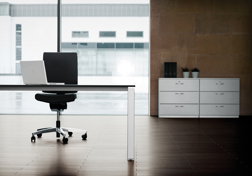 Höhenverstellbarer Schreibtisch. Büromöbel: Idealo