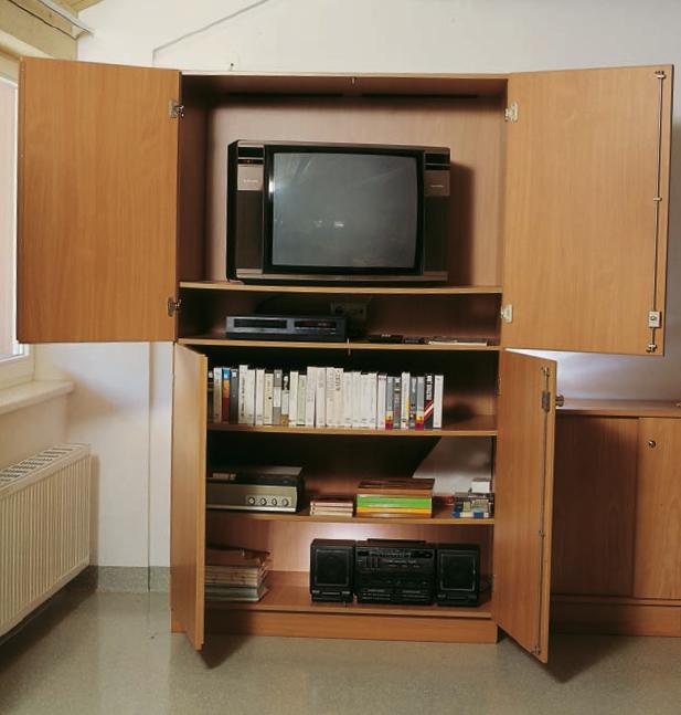 Schulmöbel. Fernsehschränke, Fernsehständer, Projektionsschränke ...