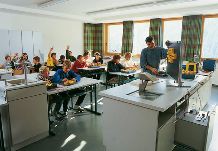 Die Einrichtung von Klassenräumen für den Physik- und Chemieunterricht