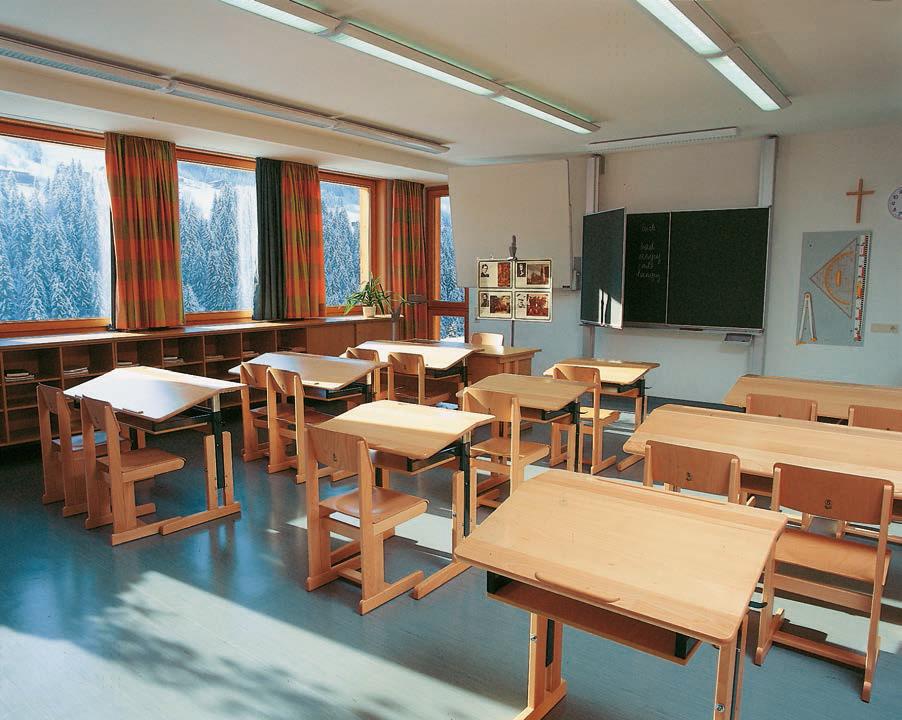 Schulmöbel in Bayern. Klassenzimmer, Lehrerkabinette. Möbel für die ...